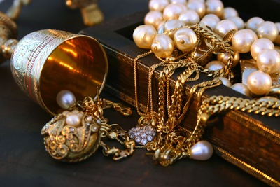 5 Reasons to Part with Old Jewelry